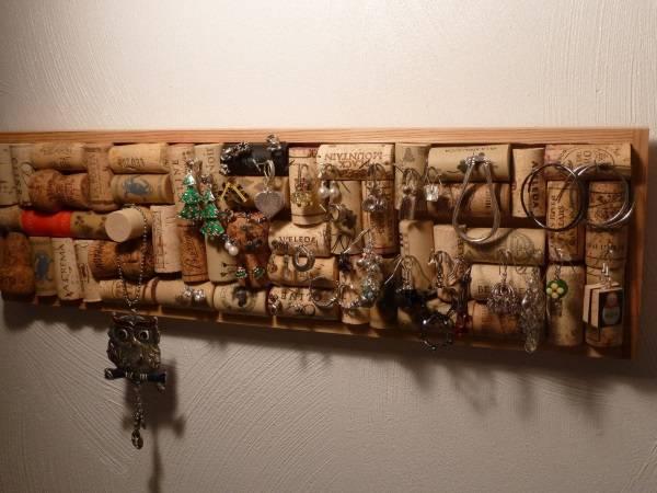 Поделка для хранения украшений из пробок