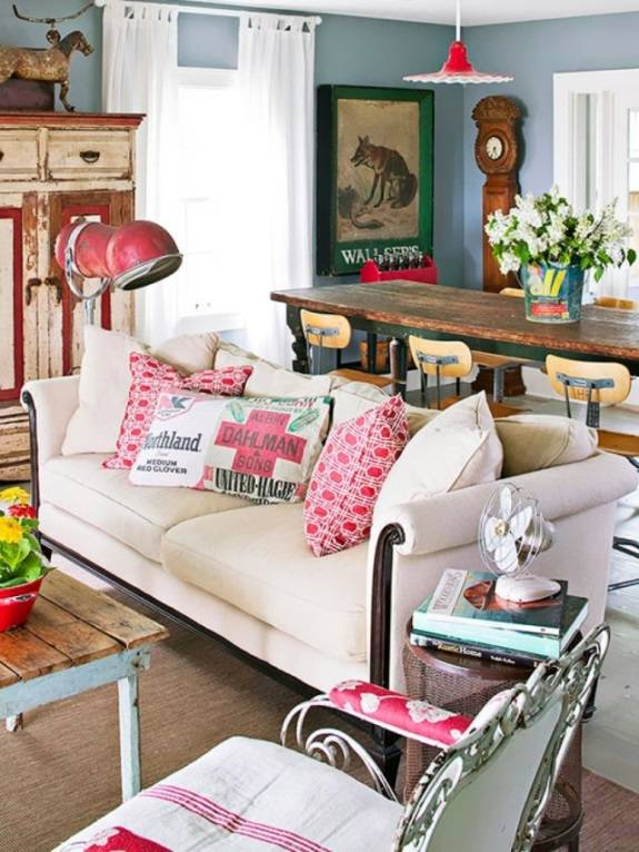 Красивая гостиная с винтажными элементами