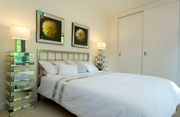 Высокие зеркальные тумбы для спальни