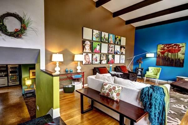 Яркие стены в гостиной
