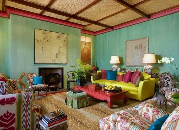 Яркий интерьер с зелеными стенами