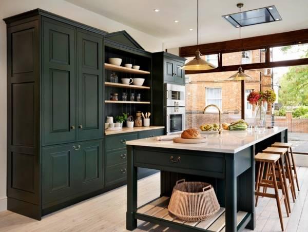 Кухня с красивой мебелью
