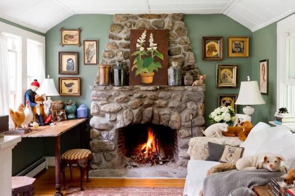 Зеленые стены в маленькой гостиной