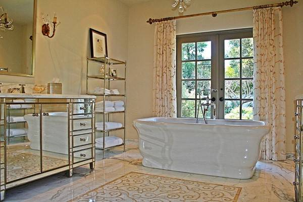 Зеркальная мебель для ванной комнаты