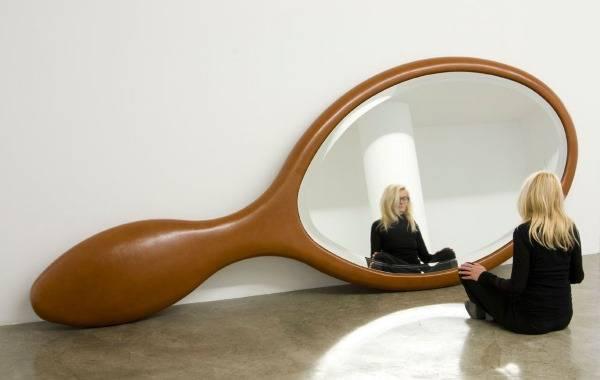 Зеркало необычной формы в интерьере