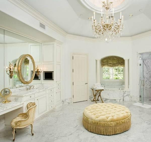 Белый мрамор с темными прожилками в ванной