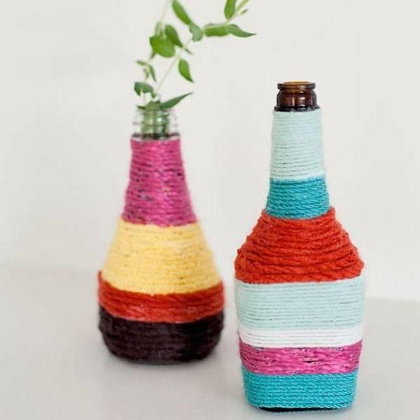 Бутылки, украшенные нитками