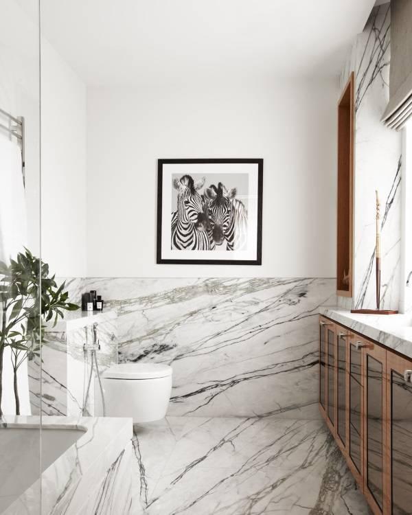 Черно-белый мрамор в ванной