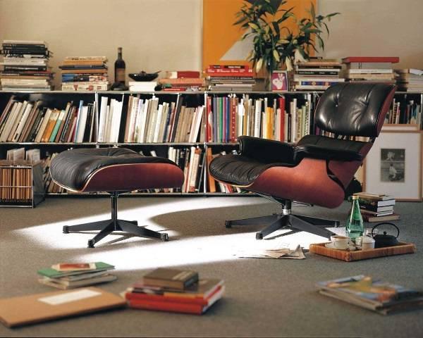 Кресло Eames с черной кожаной обивкой