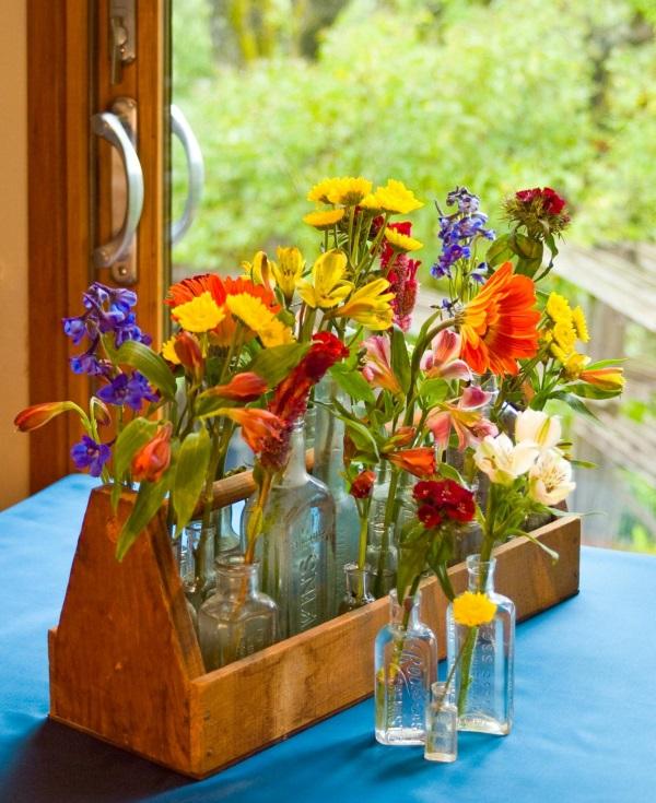 Цветы в стеклянной посуде