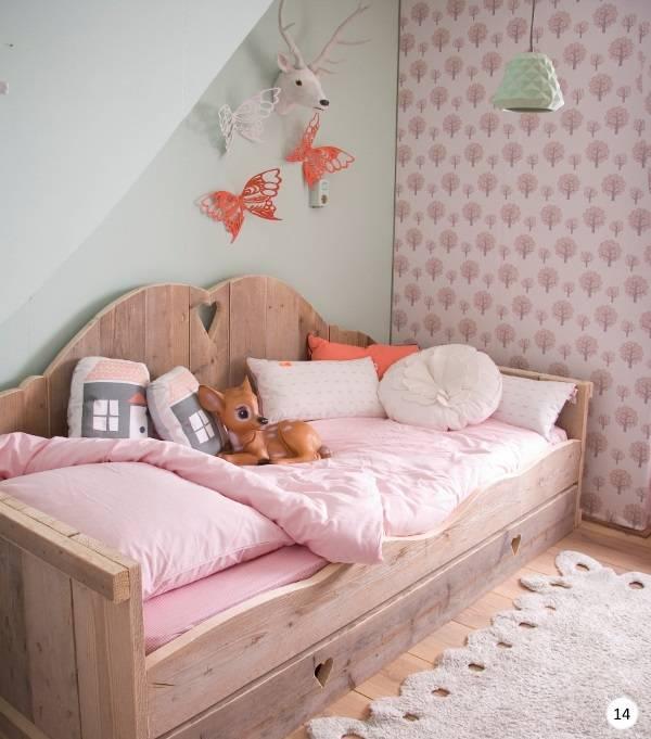 Деревянная кушетка для детской