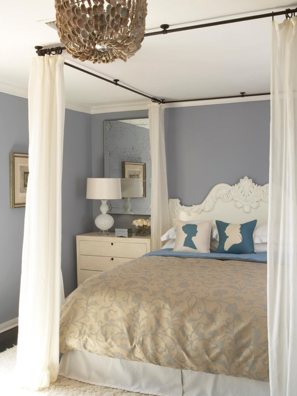 Карниз со шторами по периметру кровати