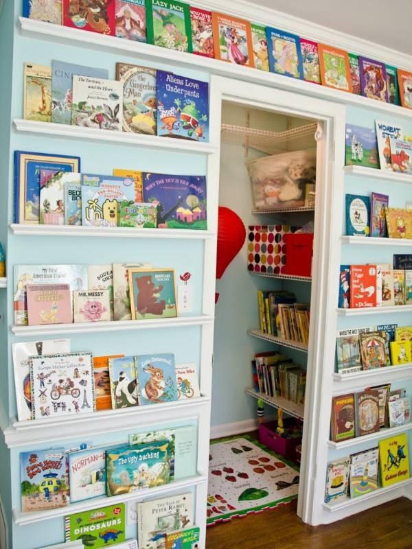Книги на стенах в детской