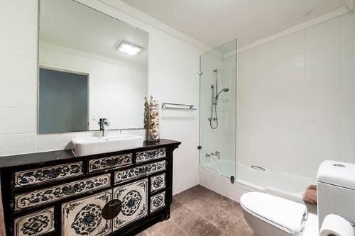Мебель для ванной с красивым узором