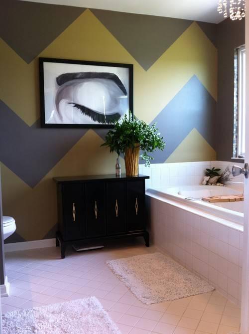 Яркий дизайн стен и мебель для ванной