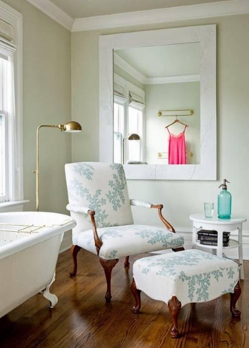 Кресло с пуфиком для ванной