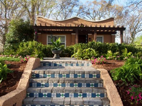 Преображение странного домика с садом