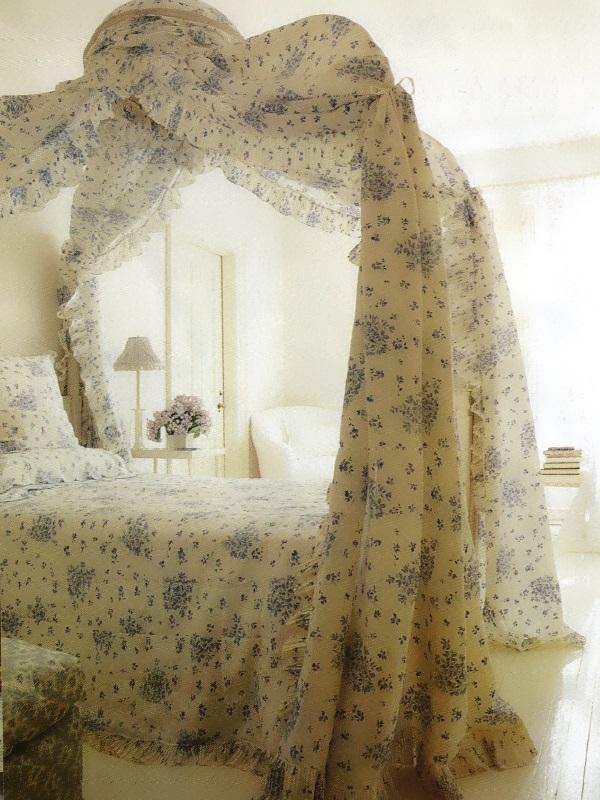 Нежный цвет постельного и балдахина