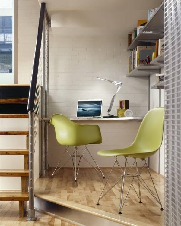 Первые пластиковые стулья в мире (от дизайнеров Эймс)