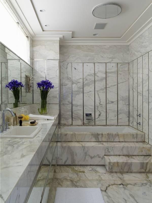 Полностью мраморная ванная комната