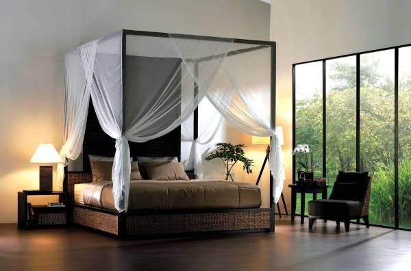 Прозрачный балдахин на черной кровати