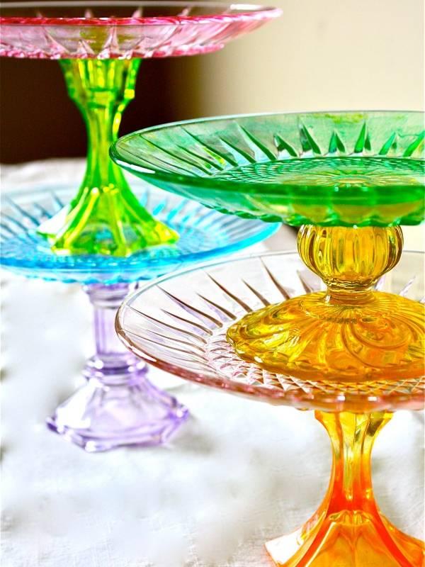 Разноцветные подставки под торт