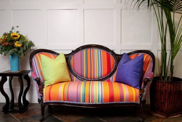 Мебель в классическом стиле с современной обивкой