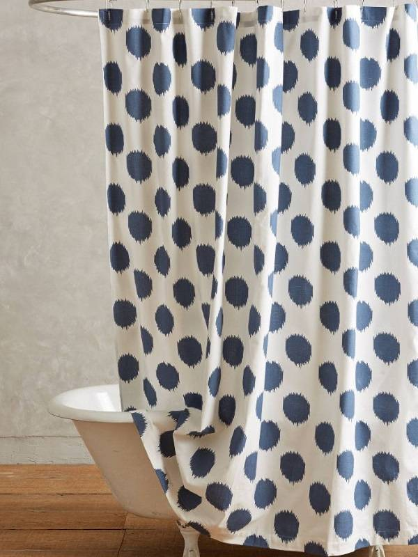 Занавеска для душа Ikat Dot Curtain от Anthropologie