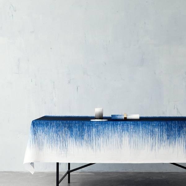 скатерть с синим рисунком от Ferm LIVING