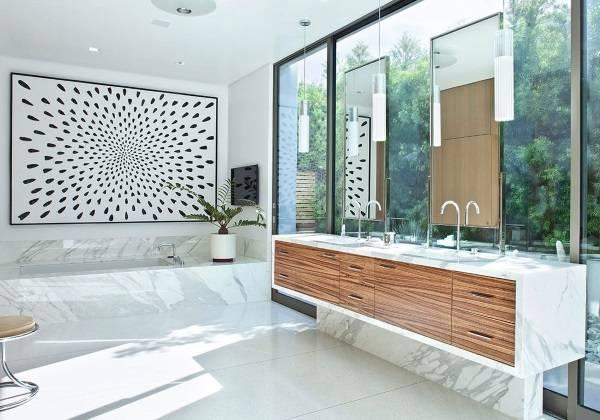 Современная ванная комната с мрамором