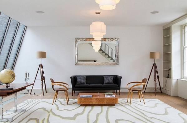 Дизайн гостиной с треногими торшерами