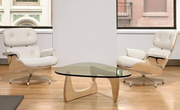 Журнальный столик Ногучи и кресла Эймс в интерьере