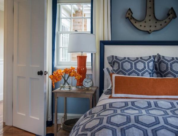 Постельное белье с геометрическим узором в дизайне спальни