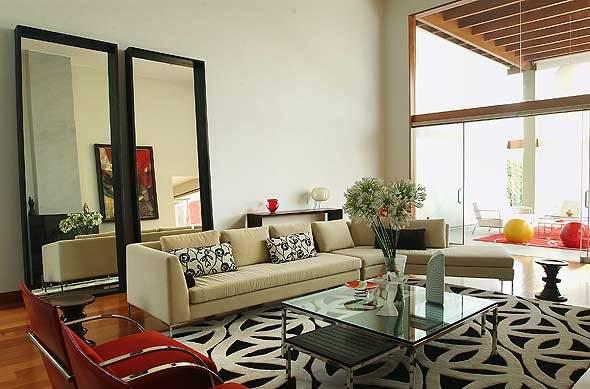 Зеркала как стильный декор гостиной