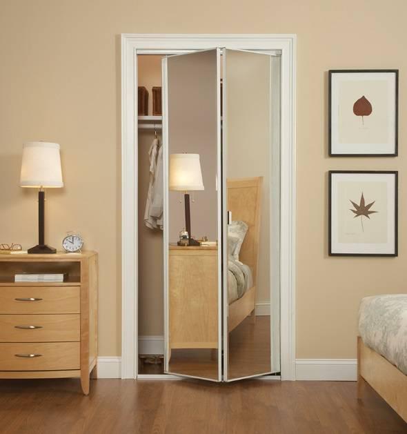 Зеркальная дверь в интерьере