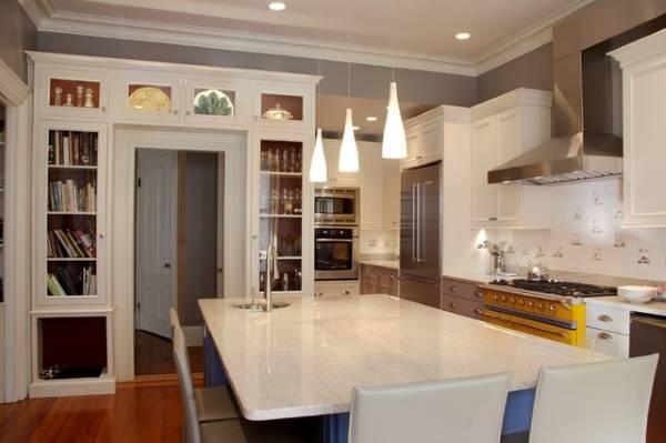 Белая мебель для кухни в стиле прованс
