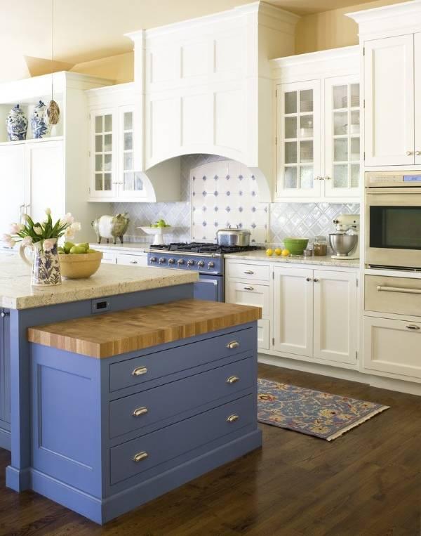 Бело-синяя кухня в стиле прованс