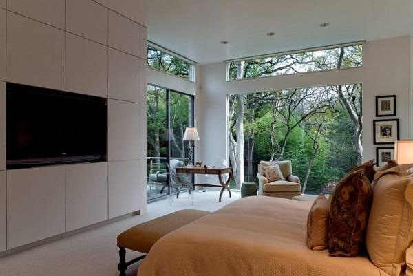 Экологичный стиль спальни с большим окнами