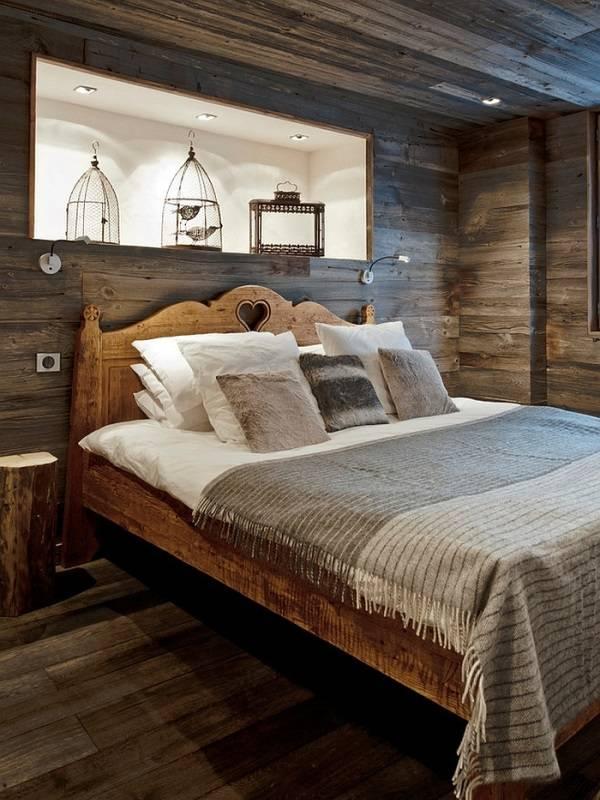 Деревенский стиль спальни с деревом