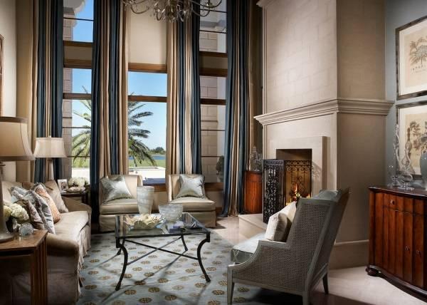 Стильные двухцветные шторы для гостиной