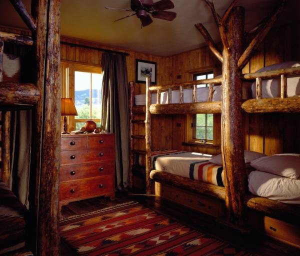 Двухъярусная кровать в деревенском стиле