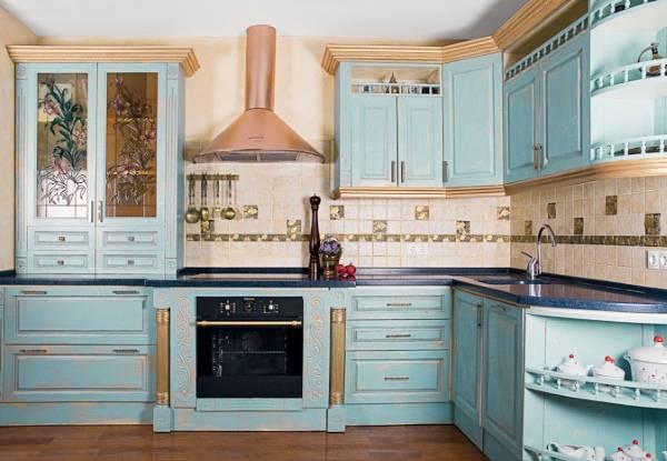 Голубая мебель для кухни прованс