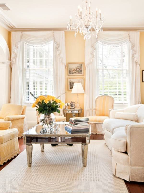 Белые шторы в классическом стиле