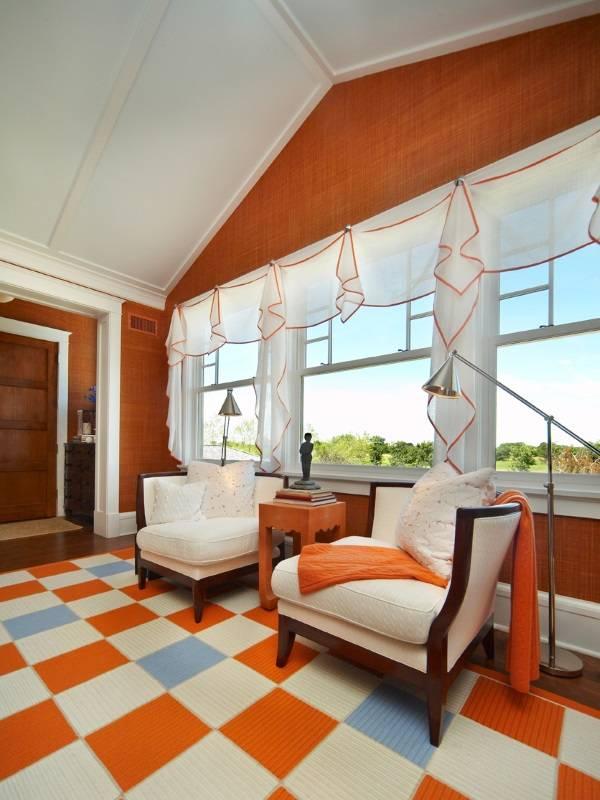 Короткие шторы в дизайне гостиной