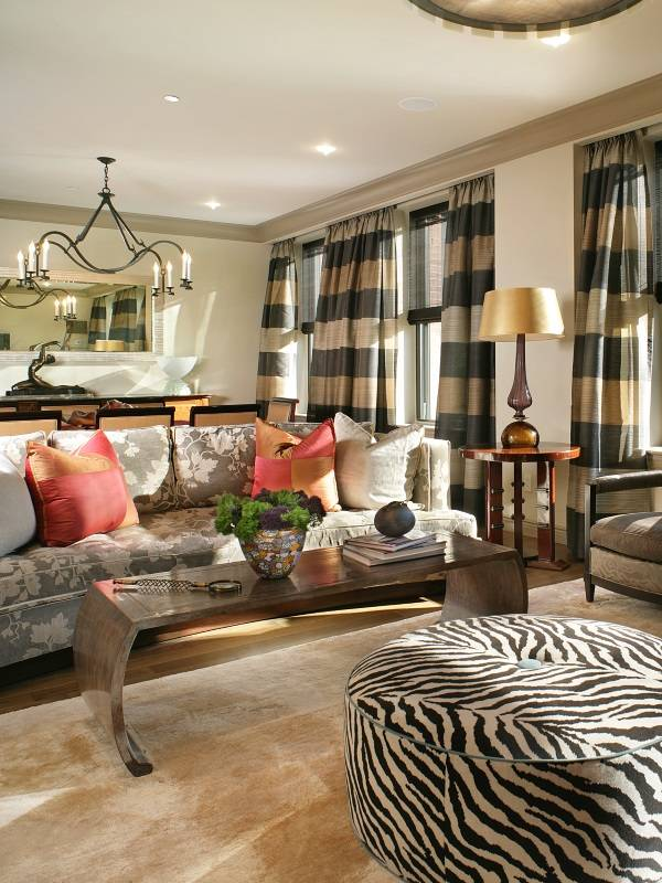 Красивые полосатые шторы для гостиной