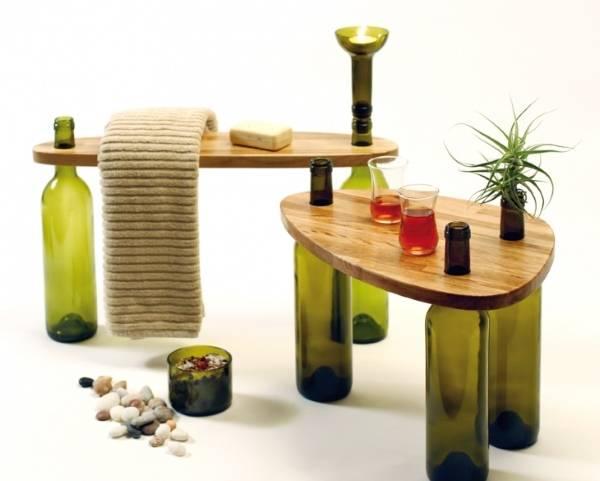Мебель - столики из дерева и бутылок