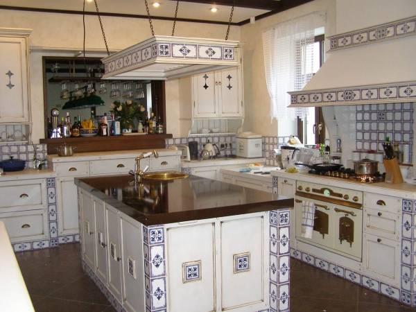 Отделка кухни плиткой в стиле прованс