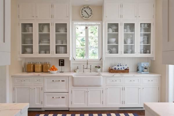 Шкафчики с прозрачными дверцами для кухни