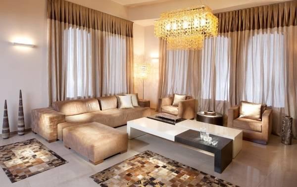 Прозрачные шторы в гостиной