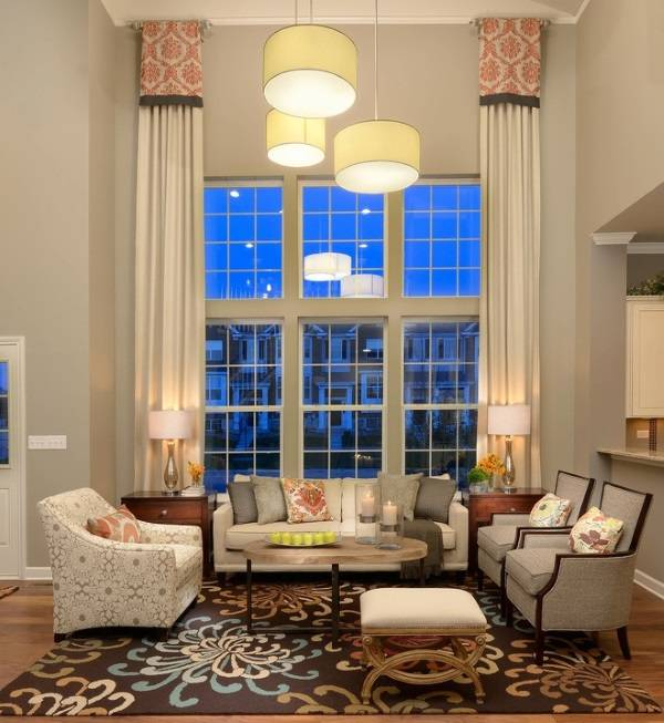 Украшение интерьера с высокими потолками